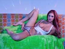 Watch sexy Jayden Cole play with herself
